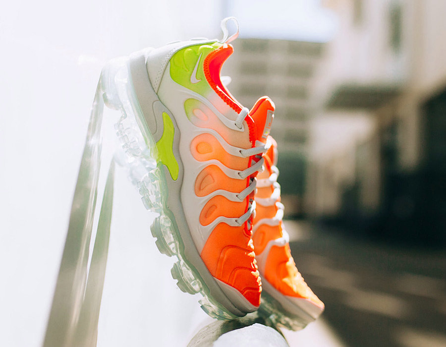 Wholesale Cheap Womens Nike Air VaporMax Plus Reverse Sunset Barely Grey Total Crimson-Volt-White AO4550-003